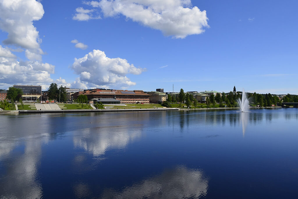 Skellefteåälven och Skellefteåcentrum under sommaren
